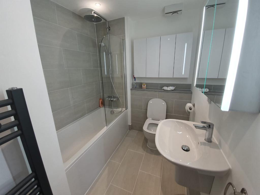 bathroom & toilet fitter beckenham