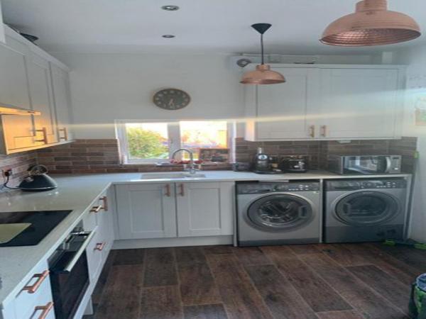 kitchen fitter bromley